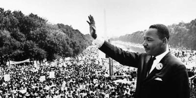 Martin Luther King waving to a crowd
