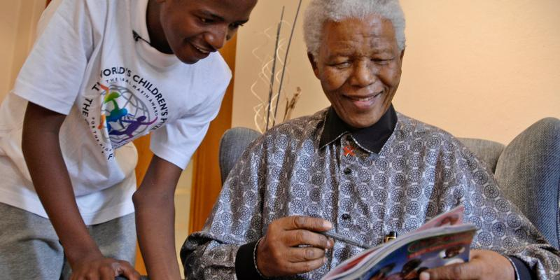 WCP Child Juror gives Nelson Mandela a copy of the Globe magazine.